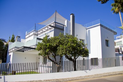 Contemporary style family villa for sale at Guadalmina Golf, Marbella