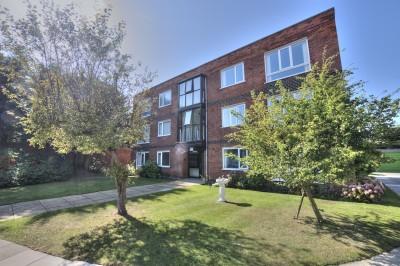 Hamilton Court, Merrilocks Road, Blundellsands, 2 bedroom ground floor flat, no chain, parking, garage, close to railway station.