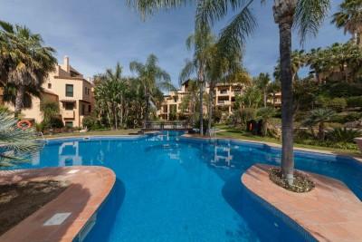 3 sovrum trädgård lägenhet till salu på El Campanario mellan Marbella och Estepona