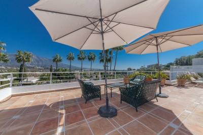 3 sovrum penthouse med stora terrasser och utsikt över Golf Valley, Nueva Andalucia
