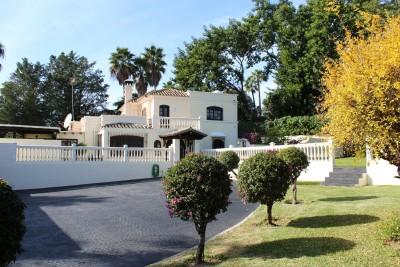 4/5 bedroom family villa in a double plot between Marbella and Estepona