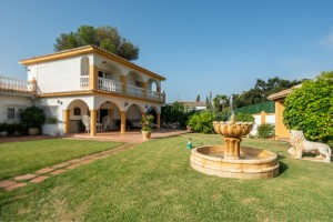 7 BEDS VILLA WALKING DISTANCE TO EVERYWHERE