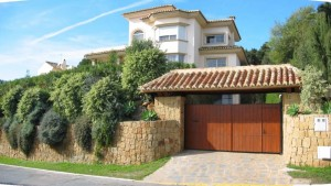 Marbesa beachside high spec. 4 bed villa with sea views.