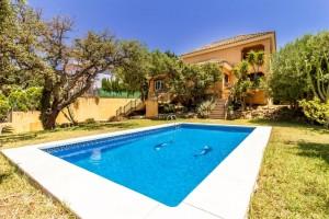 Elviria 5 bed villa near amenities.