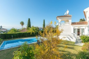 Elviria 4 bed villa, very near amenities, sea views.