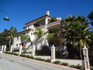 Los Monteros beachside 3 bed luxury apartment.