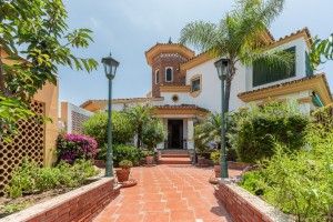 Las Chapas beachside 5 bed villa with guest house.
