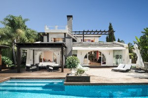 Modern 5 bed villa with fabulous pool/terrace area.