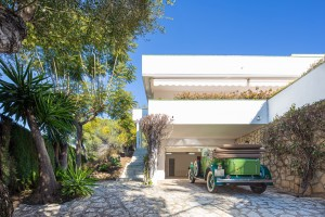 A spacious, contemporary style villa with 5 bedrooms