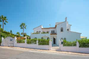 Elegant Elviria 6 bed luxury villa