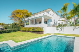 Exclusive villa recently renovated to a beautiful contemporary style and with fabulous panoramic sea views