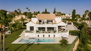 Stunning, exclusive Mansion situated in residencial Elviria.