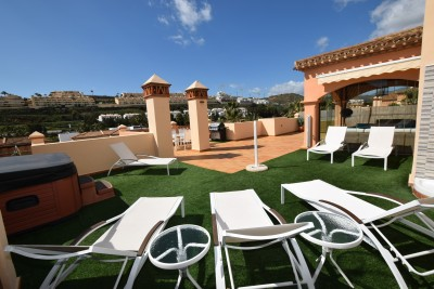 Fantastic penthouse with a huge terrace, a short stroll into the centre of La Cala de Mijas.
