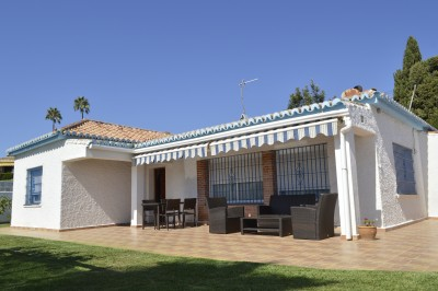 3 bedroom villa for sale just 200m from the beach in El Chaparral