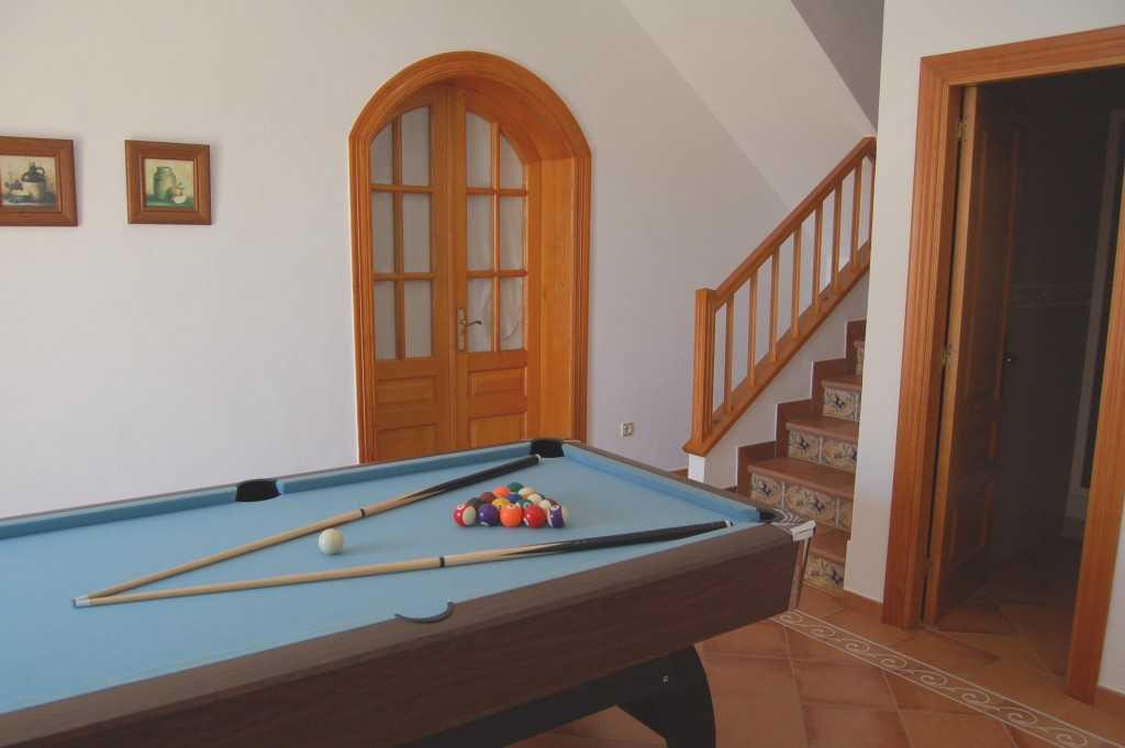 Down Pool Table
