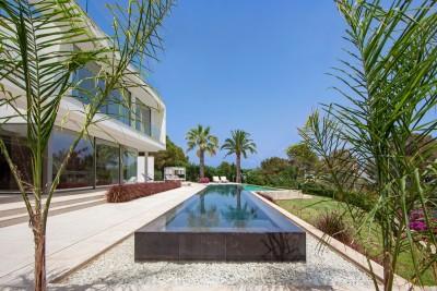 Moderna villa con un diseño original a la venta cerca de la playa en Sol de Mallorca