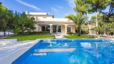 Villa mediterránea a la venta en una tranquila zona residencial cerca de la playa en Sol de Mallorca