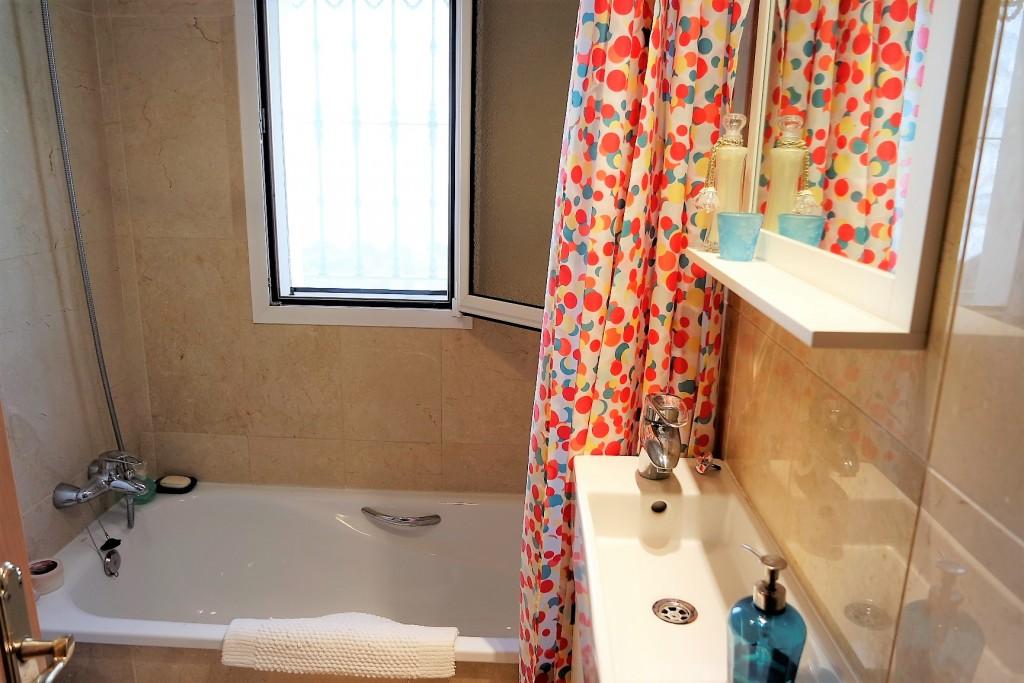 1498-bathroom