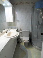 1635-bathroom1