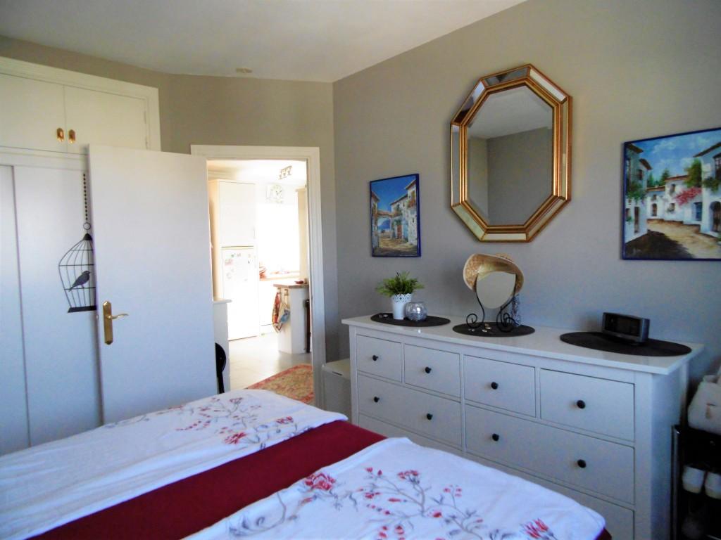 1613-bedroom1