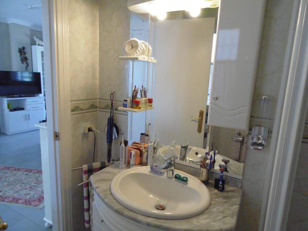 1613-bathroom1