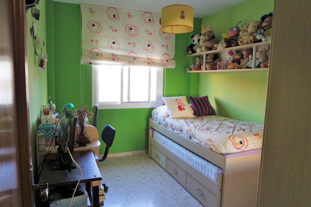 1642-bedroom2