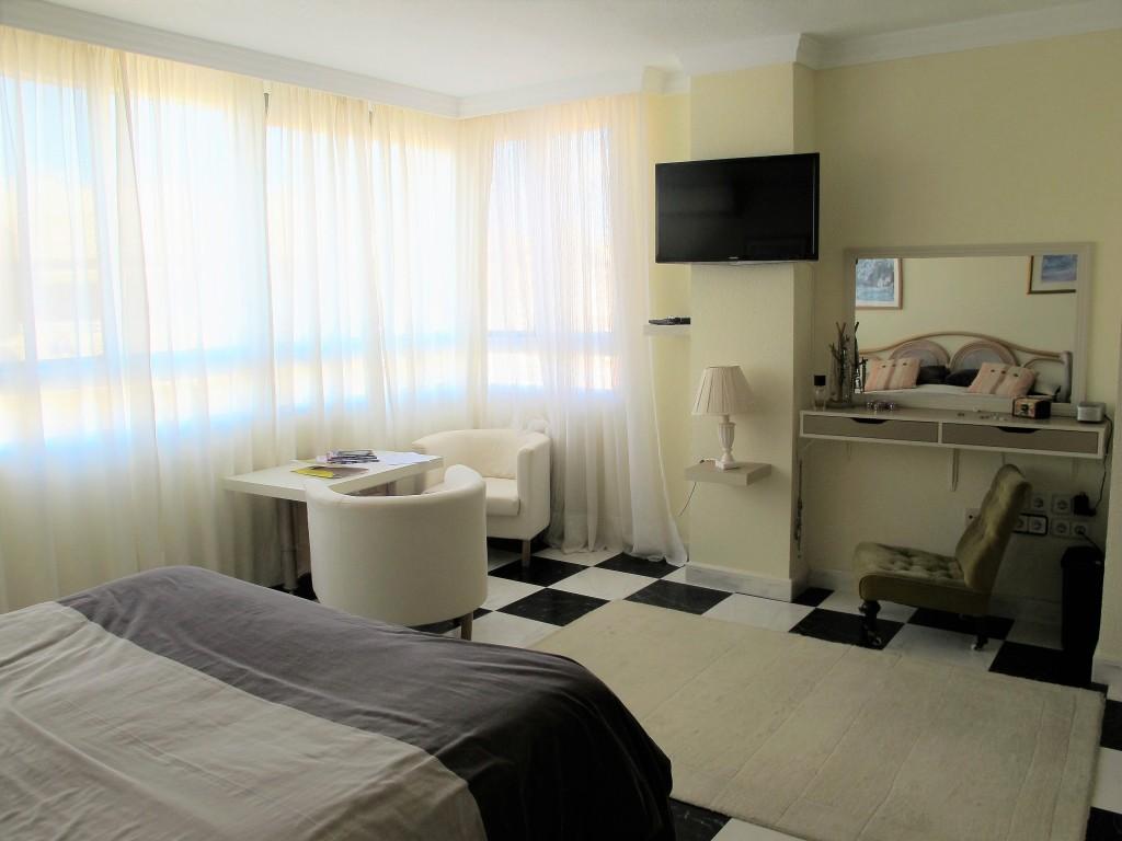 1648-bedroom3