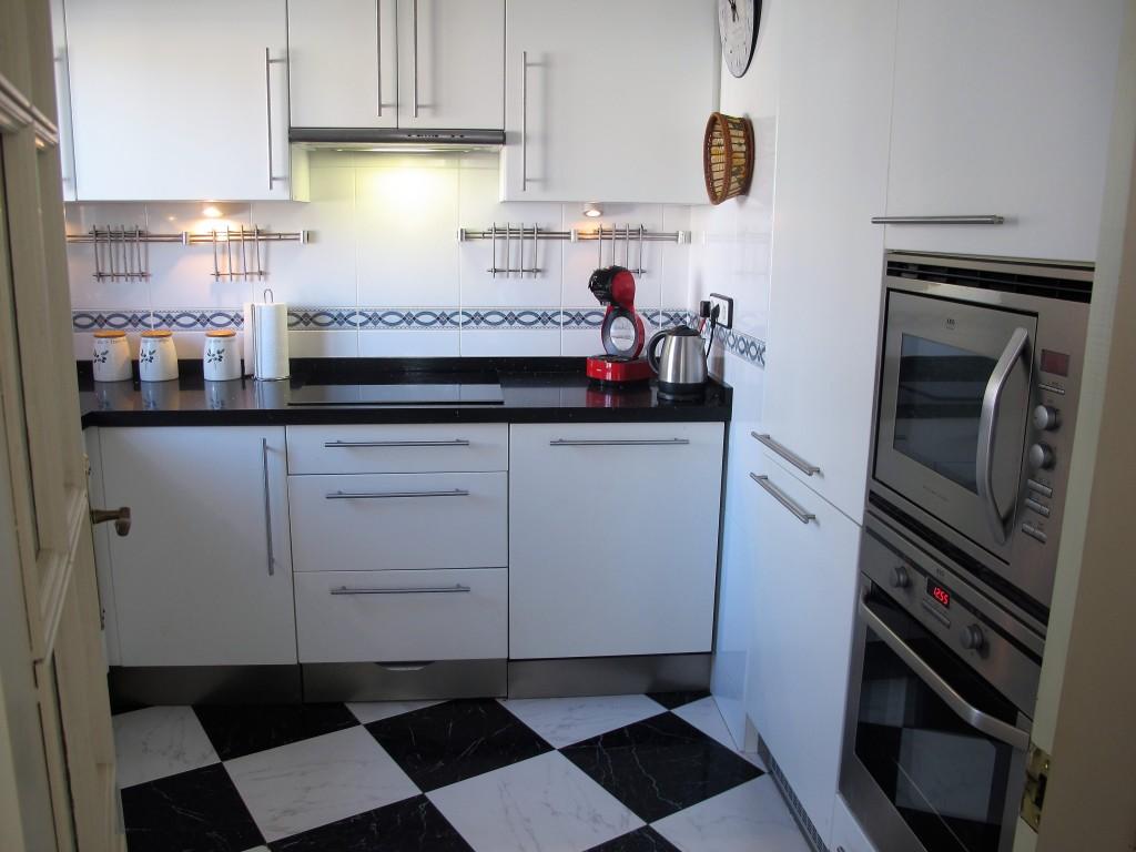 1648-kitchen1