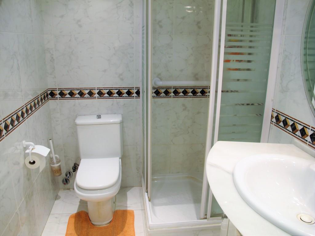 1648-shower2
