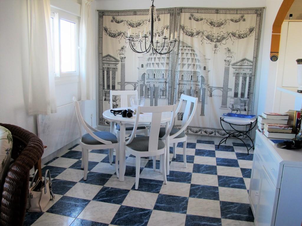 1649-dining