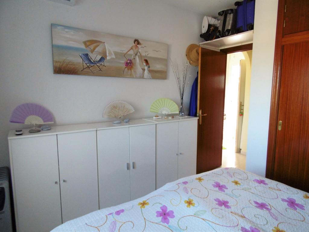1652-bedroom2