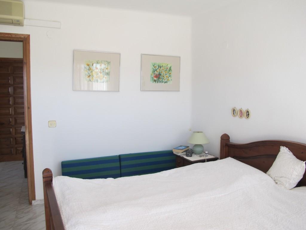 1686-bedroom2