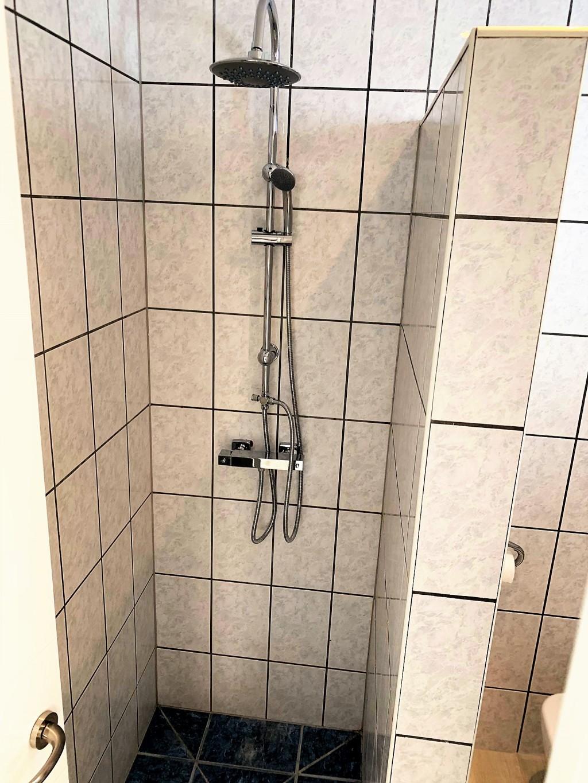 1690-bathroom1