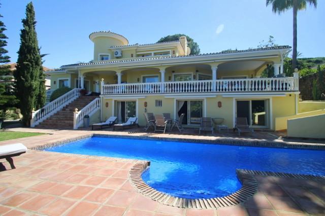 Luxury Villa for Sale in El Paraiso Alto, Estepona