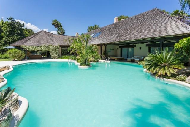 Stunning Luxury Villa For Sale in Rio Real, Marbella