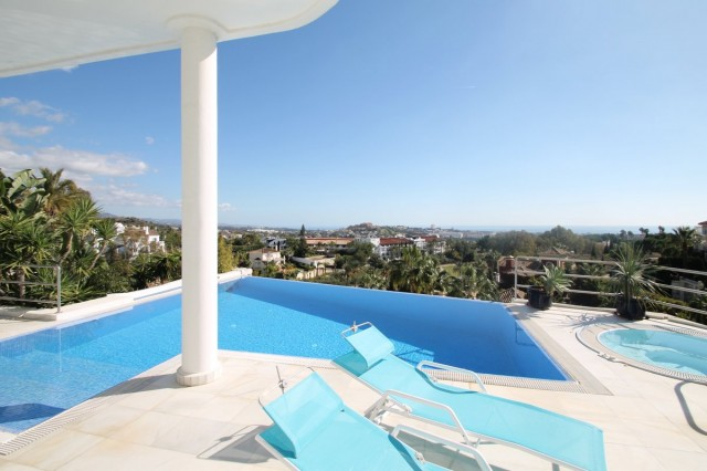 Luxury Villa for Sale in La Qunita Golf, Marbella