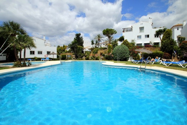 Fabulous Townhouse For Sale in El Paraiso Alto, Estepona