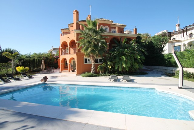Luxury Villa for Sale in Los Arqueros, Benahavis