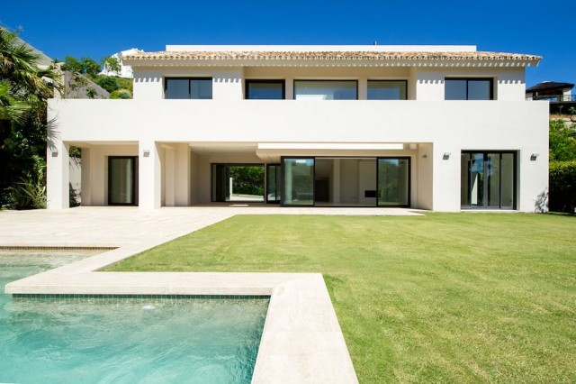 Modern Luxury Villa for Sale in Los Arqueros, Benahavis