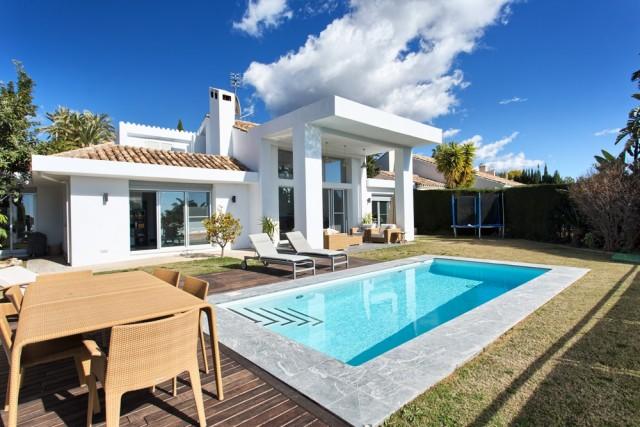 Villa till salu i Nueva Andalucía