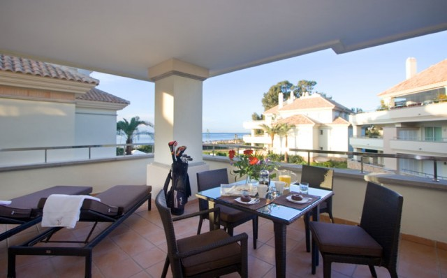 Luxury Apartment for Sale in Guadalmansa Playa, Estepona