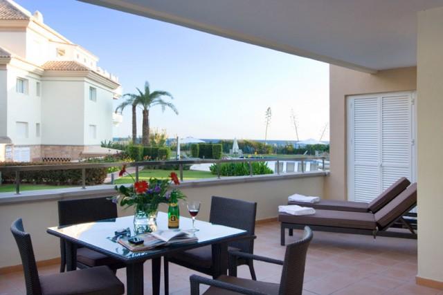Luxury Apartment for Sale in Guadalmansa Playa, Estepona