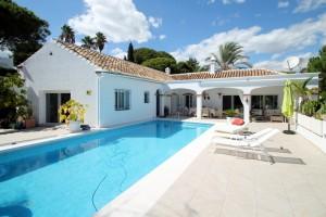 Villa independiente en venta en El Paraiso, Estepona, Málaga, España