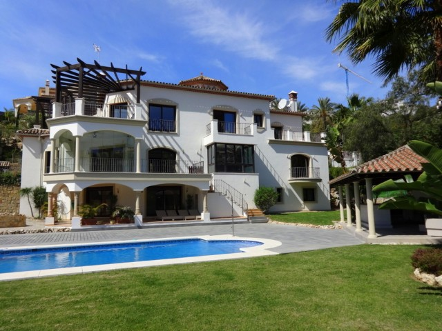 Magnificent Villa in Los Arqueros, Benahavis