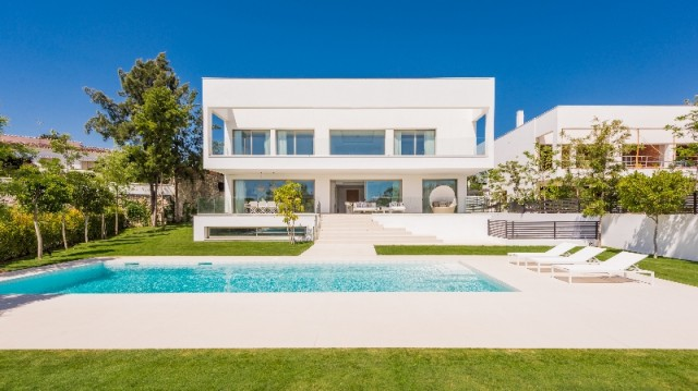 Beachside Villa for Sale in Guadalmina Baja, Marbella