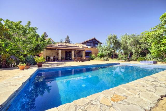 Country Villa for Sale in Estepona, Costa del Sol