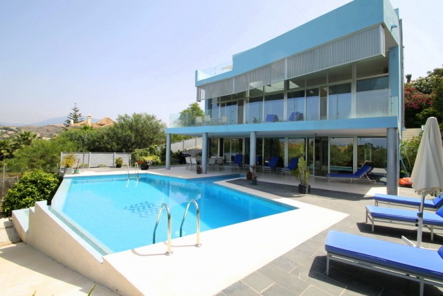 Designer Villa for Sale in El Paraiso Medio, Estepona
