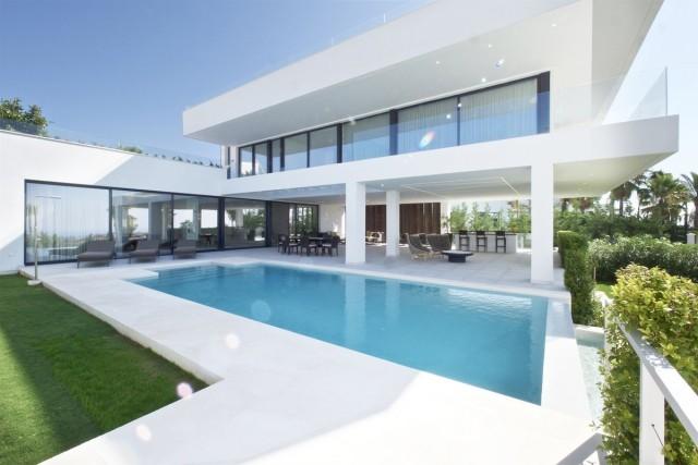 New Modern Villa for Sale in La Alqueria, Benahavis