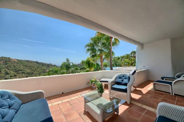 Lovely Apartment for Sale in La Quinta, Benahavis