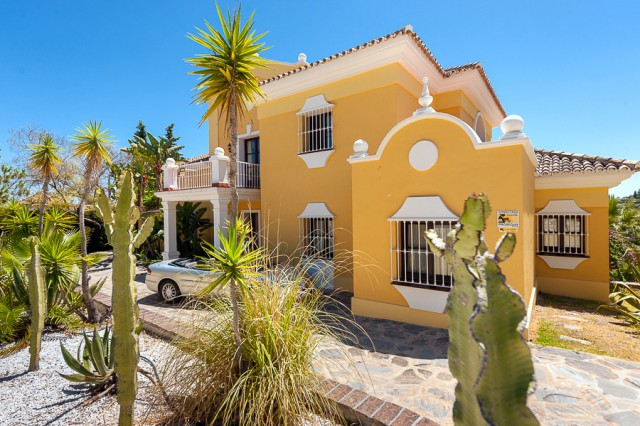 Andalucian Villa for Sale in El Paraiso Alto, Estepona